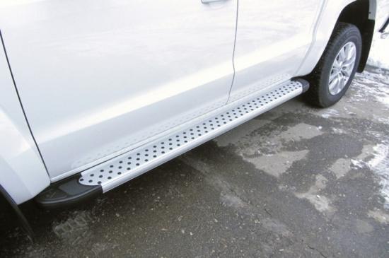 Пороги алюминиевые Standart Silver 2000 серебристые для Volkswagen Amarok (2016)